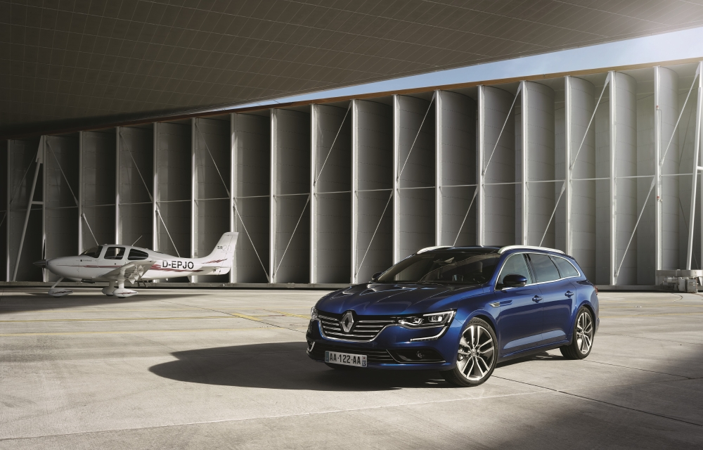 Un break Renault statutaire avec Talisman Estate - Photo n°2