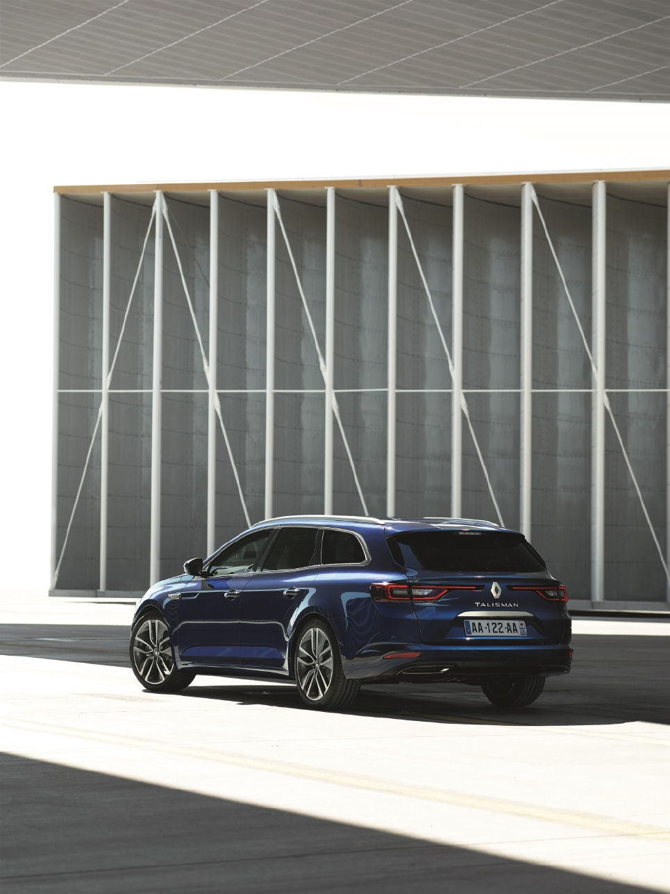 Un break Renault statutaire avec Talisman Estate - Photo n°7