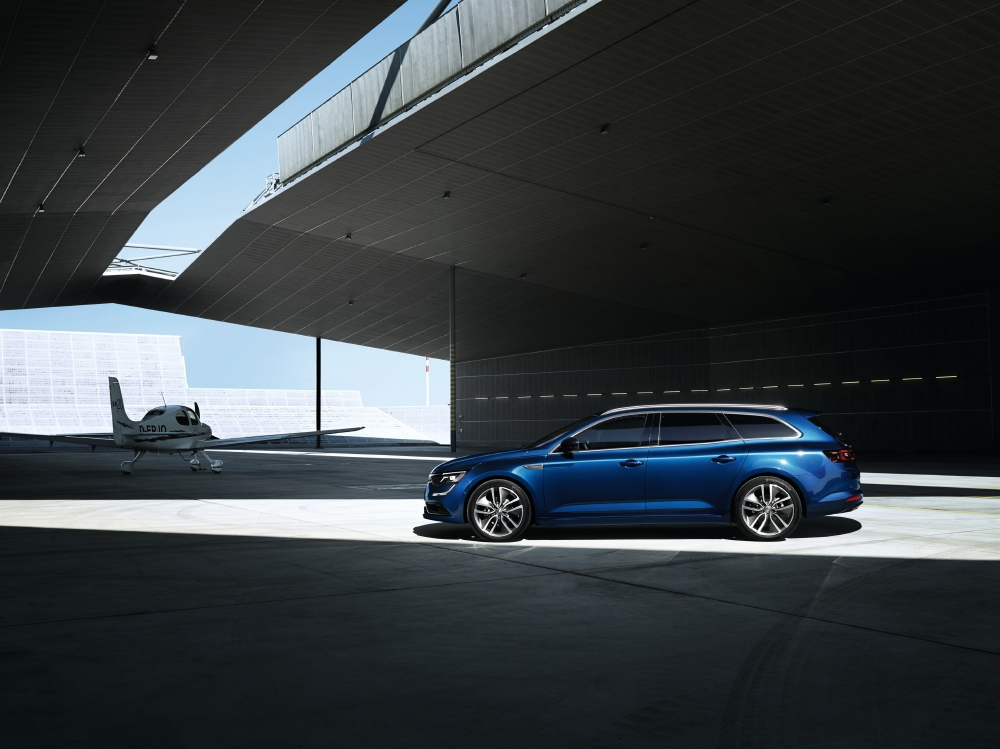 Un break Renault statutaire avec Talisman Estate - Photo n°9