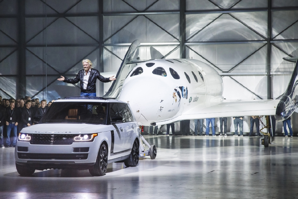 Le Range Rover Autobiography pose avec le SpaceShipTwo - Photo n°8