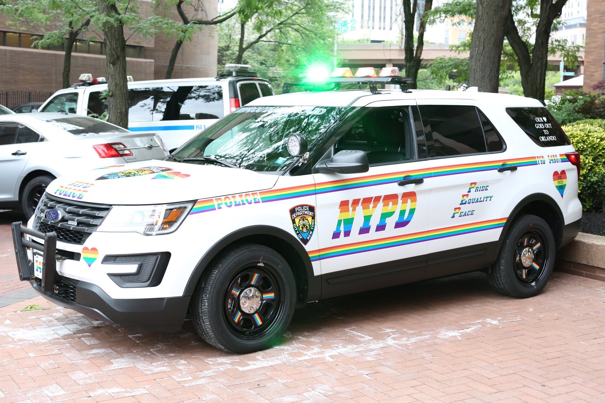 Le Ford Explorer de la police new-yorkaise gay et fier de l'être ! - Photo n°1
