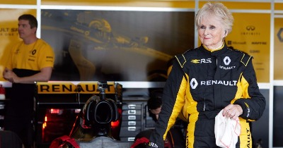 À 79 ans Rosemary Smith a fait un tour en Formule 1 !