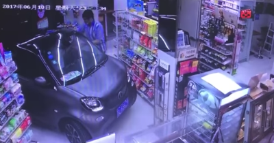 En Smart Fortwo, un Chinois ré-invente le drive in !